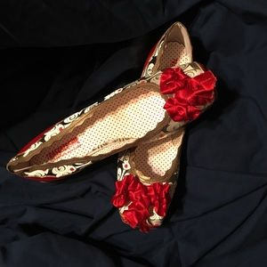 Unique Vera Gomma shoes with red bow and faces